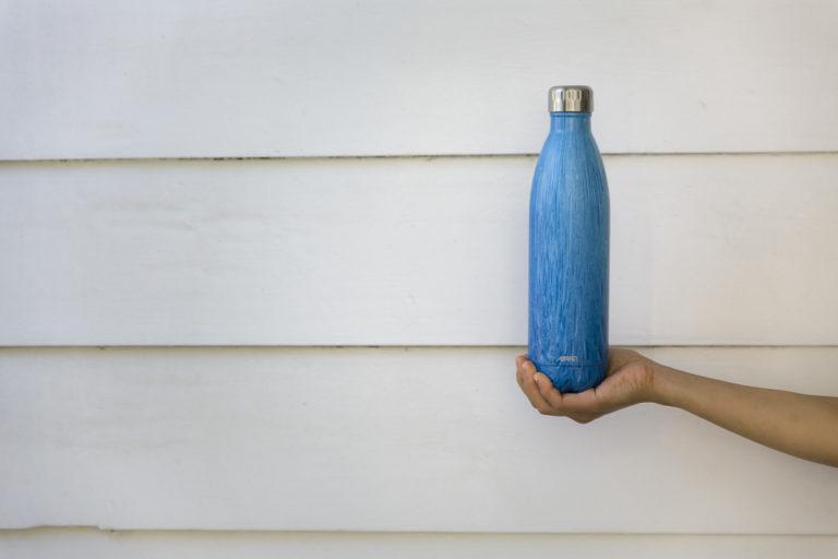 水色の水筒
